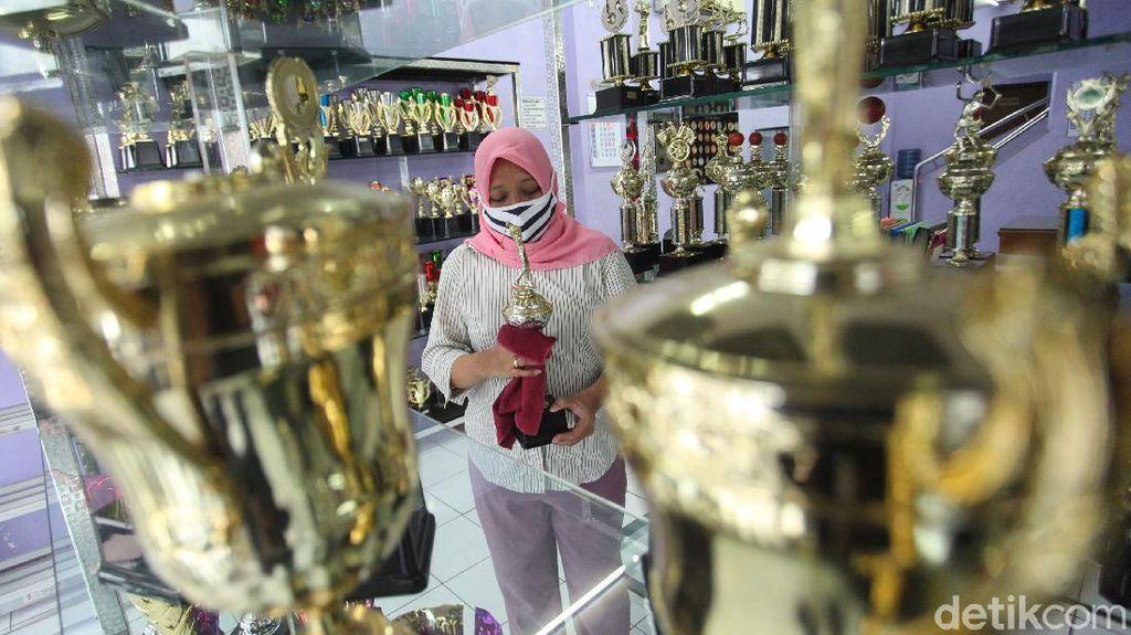 Jelang HUT RI, Bisnis Piala Lesu Gegara Corona