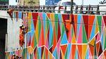 Cat Warna-warni Percantik Jembatan Layang Tol Tomang