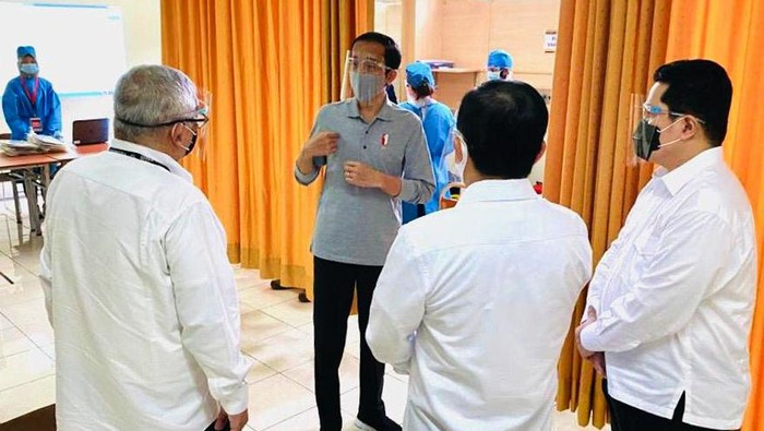 Presiden Joko Widodo tinjau fasilitas produksi vaksin COVID-19. Jokowi turut saksikan proses penyuntikan vaksin Corona yang tengah dalam tahapan uji klinis itu.