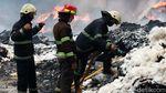 Melihat Perjuangan Damkar Padamkan Kebakaran Gudang Kapas di Bandung