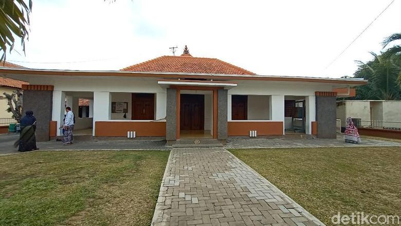 Langgar Dalem yang terletak di Desa Langgar Dalem Kecamatan Kota, Kudus,