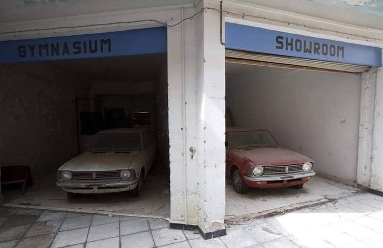 Mobil Jadul Terbengkalai 46 Tahun di Dealer