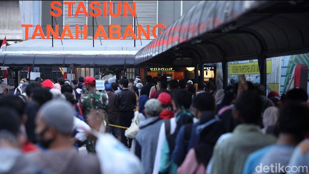 Video Penumpang Berjubel di St Tanah Abang, Apa Kata PT KCI?