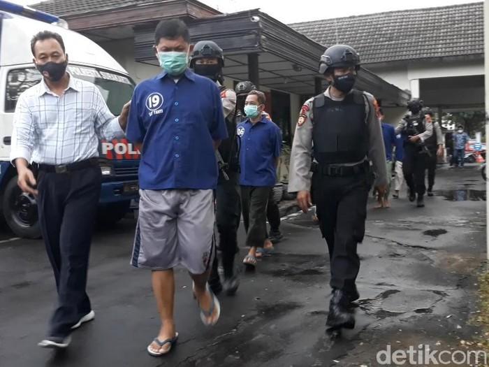 Para pelaku penyerangan acara nikah anak Habib Umar Assegaf di Polresta Solo, Selasa (11/8/2020).