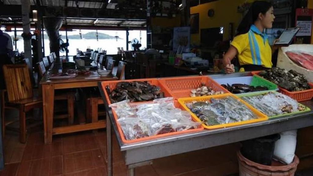 Pasar Seafood yang Tersembunyi di Ujung Selatan Phuket