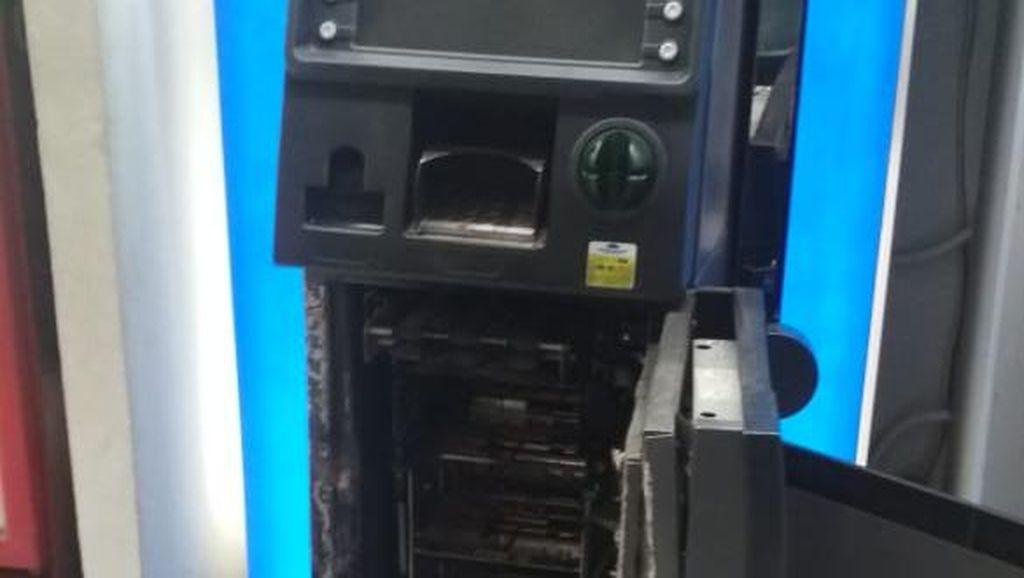 Pembobol ATM Minimarket di Gunung Putri Bogor Jebol Tembok dari Kios Samping