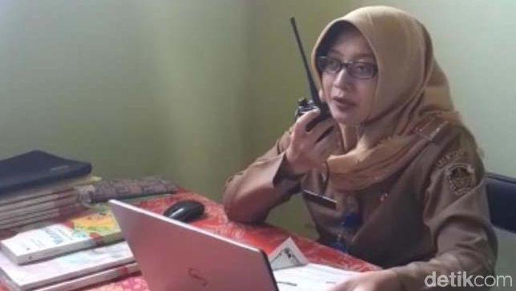 Perjuangan Guru di Madiun Belajar Daring dengan Siswa Melalui HT