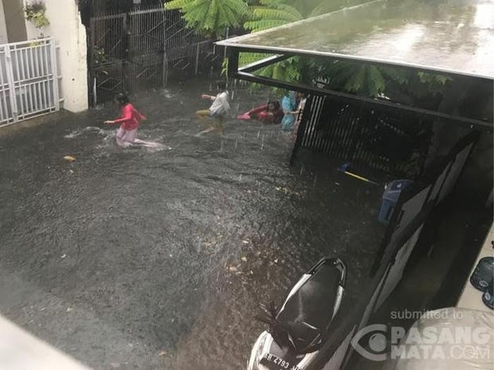 Permukiman di Lenteng Agung Jaksel terendam banjir 30 cm akibat hujan deras