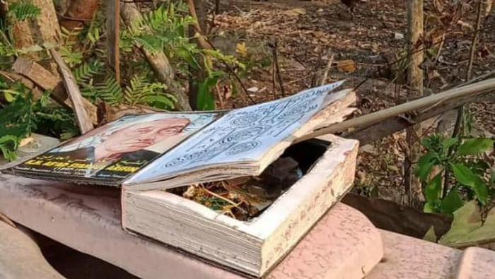 Tangkapan layar story WA memperlihatkan buku mencurigakan menyerupai rangkaian bom di Wonogiri.