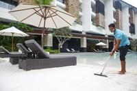 Kapan kamu akan menjajal pasir laut asli Australia ini. Pasir putih ini hanya ada diThe Trans Resort Bali.