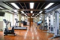 Fasilitas gym diThe Trans Resort Bali. Di masa pandemi, ruangan gym tetap buka namun kapasitasnya dikurangi setengahnya saja.