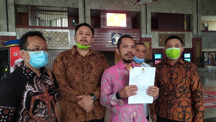 Tim hukum Berkarya kubu Tommy Soeharto (Arun/detikcom)