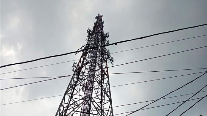 Tower yang Dipanjat Pria di Sukabumi