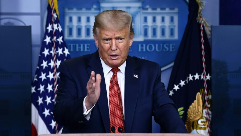 Pengawal Gedung Putih Tembak Seorang Tak Dikenal Saat Trump Jumpa Pers