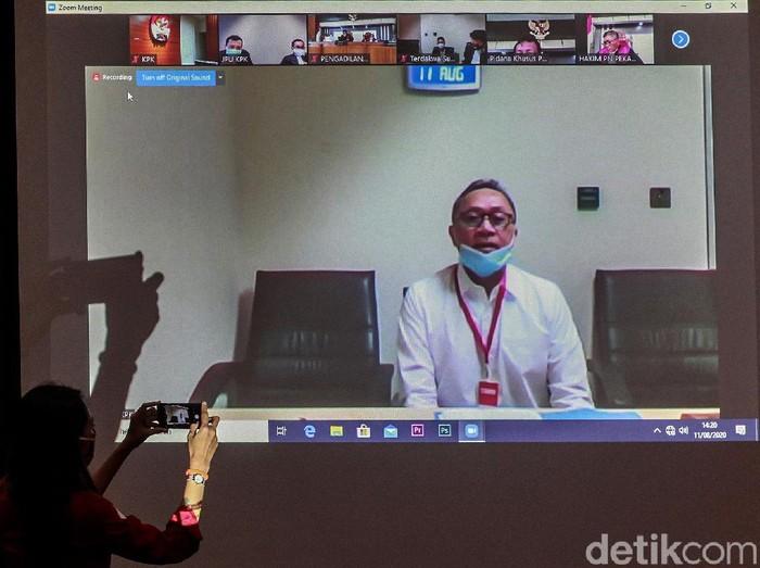 Wakil Ketua MPR Zulkifli Hasan hadiri sidang kasus korupsi alih fungsi hutan di Riau. Zulkifli Hasan menjadi saksi dalam sidang terebut.