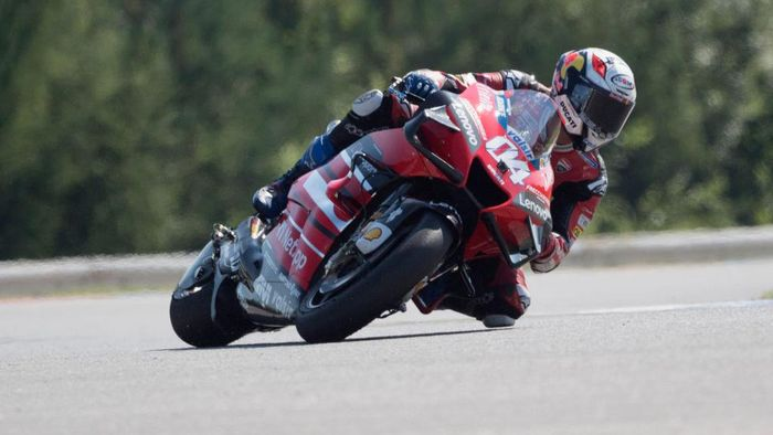 BRNO, CZECH REPUBLIC - AUGUST 08:  Andrea Dovizioso of Italy and Ducati Team rounds the bend during the MotoGP Of Czech Republic - Qualifying Practice at Brno Circuit on August 08, 2020 in Brno, Czech Republic. (Photo by Mirco Lazzari gp/Getty Images)
