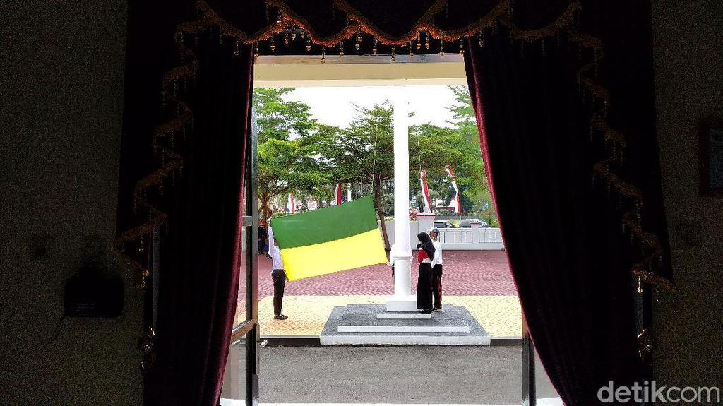 Upacara HUT ke-75 RI di Pangandaran, Pengibar Bendera-Undangan Dibatasi