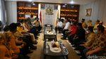 Momen Gibran Terima SK Dukungan Golkar dari Airlangga