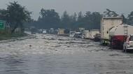 Macet 4 Km Imbas Banjir di Tol Padaleunyi, Petugas Rekayasa Lalin