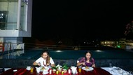 Sensasi Dinner di Pinggir Kolam Renang Hotel Fashion Legian