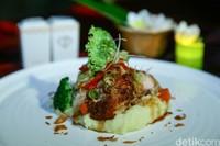 Makanan yang enak dan menarik menjadi daya tarik restoran Hotel Fashion Legian.