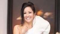 Penyanyi Cantik Ini Dipuji Awet Muda Setelah Pamer Foto Cuci Baju di Ember