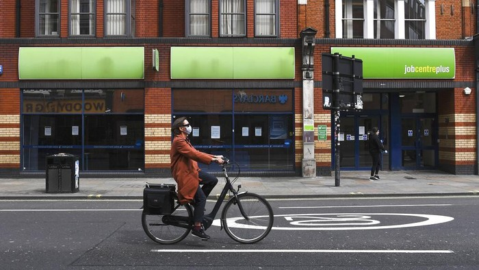 Inggris masuk ke dalam jurang resesi. Ini ditandai dengan pertumbuhan ekonomi Inggris pada kuartal II 2020 yang minus hingga 20,4%, dan kuartal I minus 2,2%.