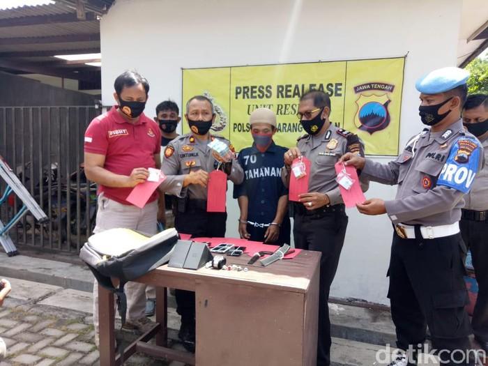 Jumpa pers kasus pencurian di Polsek Semarang Selatan, Rabu (12/8/2020).
