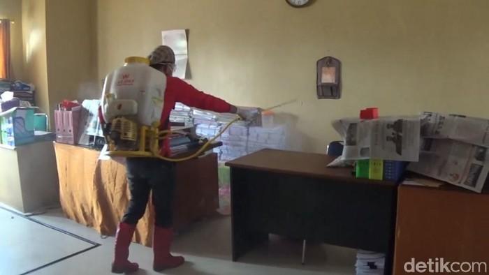 Kantor Bupati Polman akan disterilkan dengan disemprot cairan disinfektan.