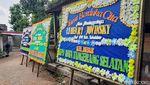Karangan Bunga Hiasi Rumah Duka Staf KPU Yahukimo yang Dibunuh OTK