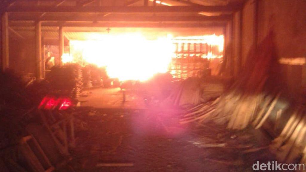 Gudang Mebel di Jepara Terbakar, Kerugian Ditaksir Rp 200 Juta