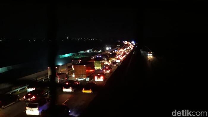 Kemacetan di Tol Padaleunyi masih terjadi.