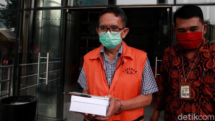 Mantan Dirut PT Dirgantara Indonesia Budi Santoso diperiksa KPK. Ia diperiksa kasus dugaan korupsi kegiatan penjualan dan pemasaran di PT DI tahun 2007-2017.