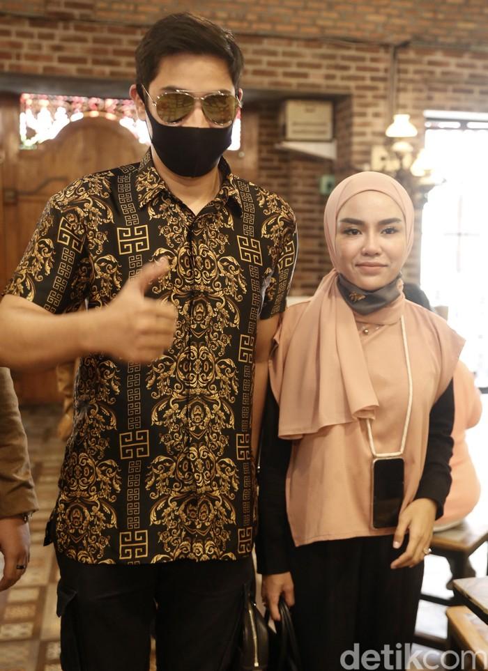 Medina Zein dan suaminya, Lukman Azhari, saat ditemui di kawasan Tebet.