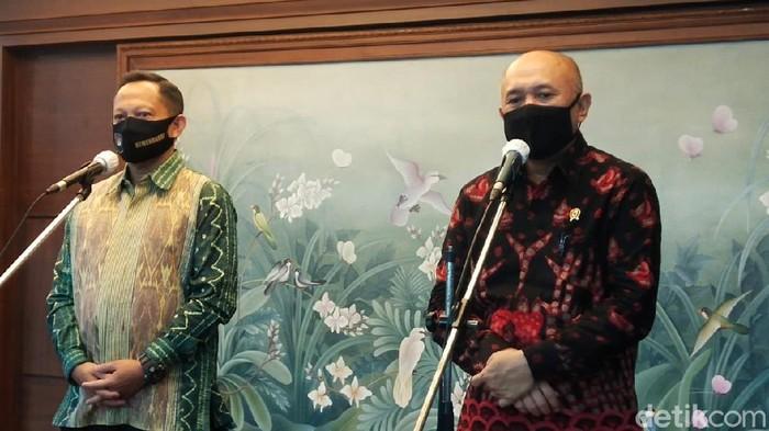 Mendagri Tito Karnavian dan Menteri Koperasi dan UKM Teten Masduki