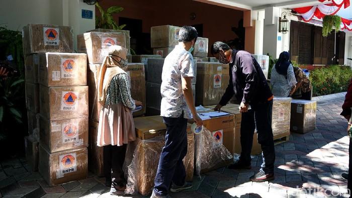 BNPB memberikan bantuan kepada Pemkot Surabaya untuk meningkatkan kapasitas pemeriksaan COVID-19. Bantuan itu untuk di Laboratorium Kesehatan Daerah (Labkesda) Surabaya.