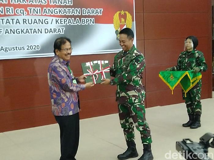 Penyerahan sertifikat hak pakai untuk lahan Urut Sewu dari pemerintah kepada TNI AD, Rabu (12/8/2020).