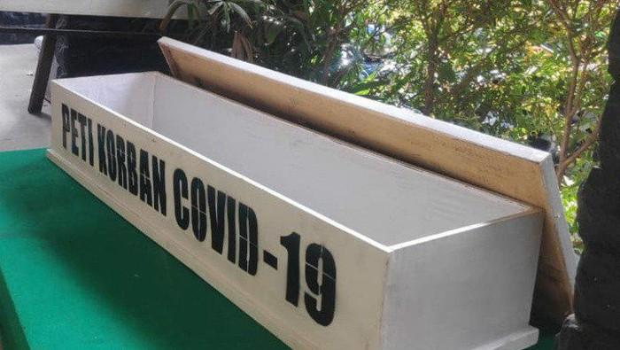 Peti Jenazah yang akan digunakan untuk sosialisasi bahaya COVID-19. (ANTARA/HO/Dokumentasi Kecamatan Senen)