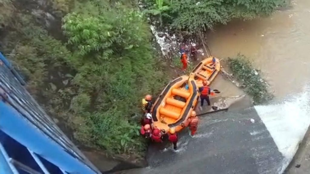 Video Santri di Sukabumi Terseret Arus Sungai