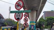 Tilang Membayangi Pesepeda yang Lintasi JLNT Antasari