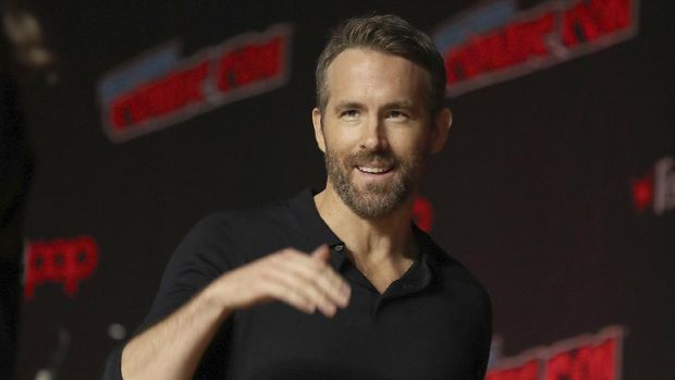 """FILE - This Oct. 3, 2019 file photo shows Ryan Reynolds at New York Comic Con. Stay-at-home orders, traveling fears and the cancellation of sporting events, concerts and theme parks have forced the Make-a-Wish foundation to come to a stand-still, leaving young people's requests in holding patterns. The charity has introduced """"Messages of Hope,"""" encouraging the public and celebrities to record inspiring messages and upload them to social media, and so far, stars like Reynolds have already participated. (AP Photo/Steve Luciano, File)"""