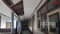 Bangunan Sekolah Dasar di Ciamis yang Rusak Berat