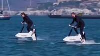 Bukan Bebek-bebekan, Ini Sepeda Air Listrik Pertama di Dunia