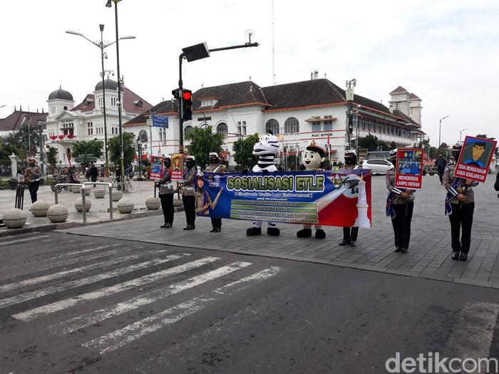 Sosialisasi ETLE di Titik Nol Kilometer Yogyakarta.