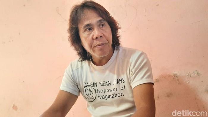 Sugeng Kusharyanto, orang tua Henry Jovinski staf KPU KPU Yahukimo, saat ditemui di rumah duka, Godean, Sleman, Rabu (12/8/2020).