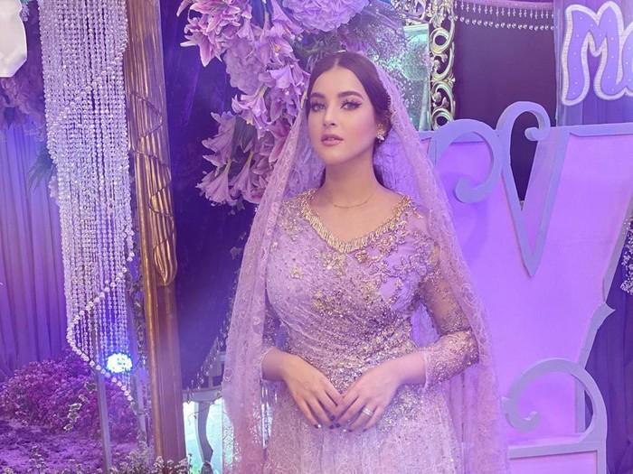 Tak hanya dekorasi ruangannya saja, pakaian yang dikenakan Tasya dan buah hatinya, beserta keluarga dan kerabat yang hadir juga bernuansa ungu. (Foto: Instagram @tasyafarasya)