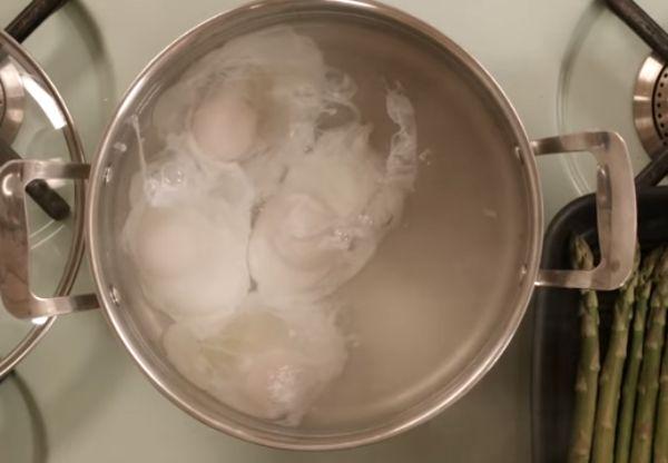 3 Cara Bikin Poached Eggs