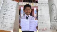 Tak Punya Printer, Siswa Kelas 1 SD Gambar & Tulis Materi Sekolahnya Sendiri