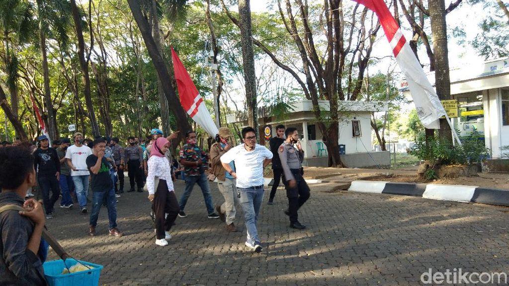 Andi Baring di Jalan Tuntut Makam Istri Dipindah, Ini Respons Pemprov