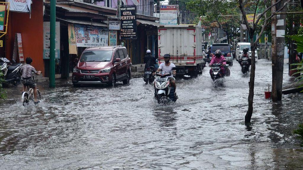 Kawasan Pinggir Jakarta juga Tergenang Imbas Hujan Deras